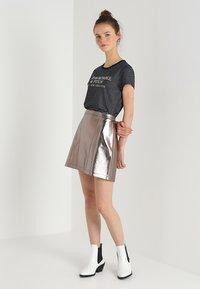 Abercrombie & Fitch - Áčková sukně - pewter dark silver metallic - 1