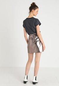 Abercrombie & Fitch - Áčková sukně - pewter dark silver metallic - 2