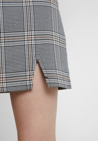 Abercrombie & Fitch - CHECK SKIRT - Spódnica mini - cream - 4