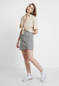 Abercrombie & Fitch - CHECK SKIRT - Spódnica mini - cream - 1
