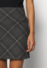 Abercrombie & Fitch - PLAID STRUCTURED - Mini skirt - red/white - 4