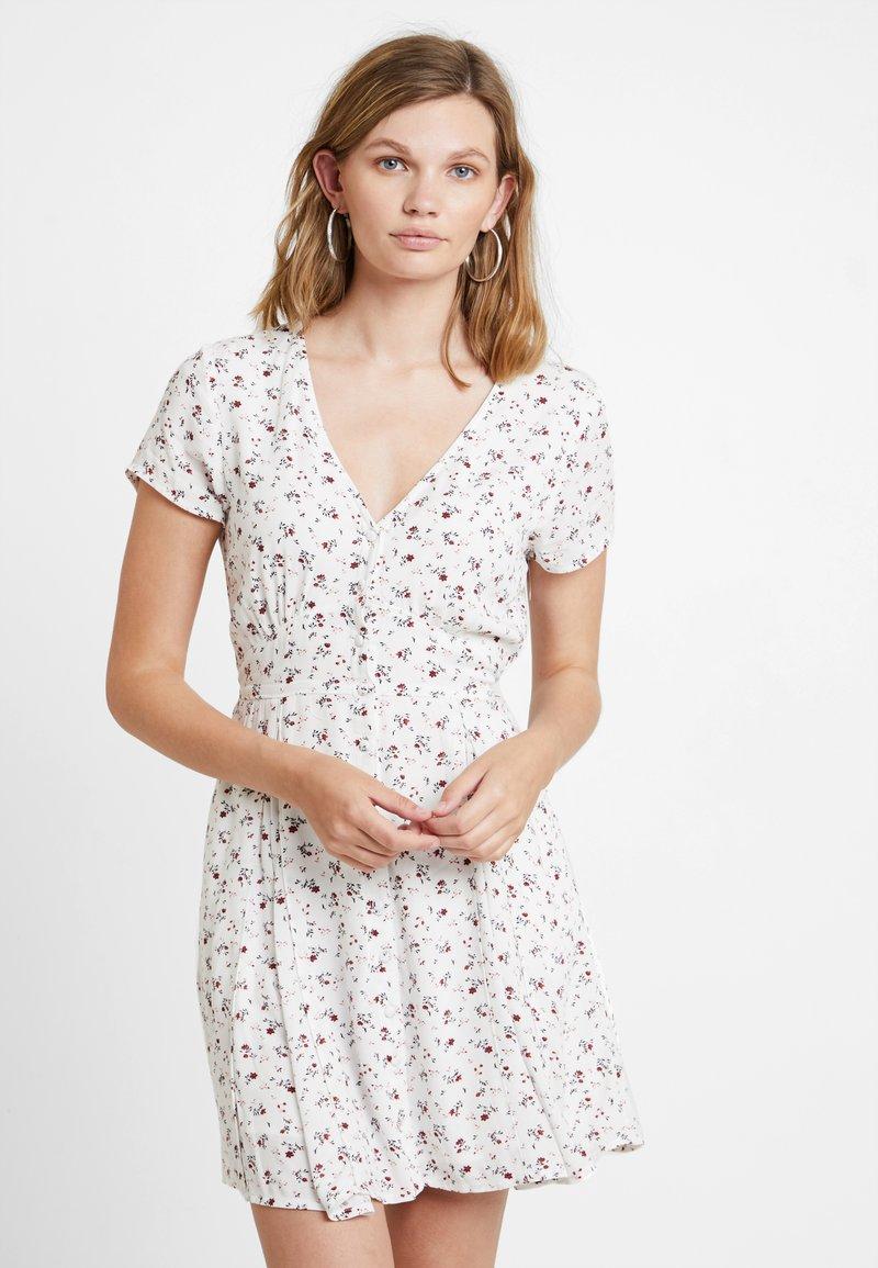 Abercrombie & Fitch - SHORT SLEEVE BUTTON DETAIL DRESS - Hverdagskjoler - white