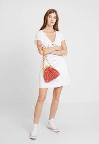 Abercrombie & Fitch - CAMP DRESS - Abito a camicia - white solid - 2