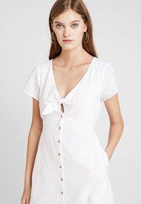 Abercrombie & Fitch - CAMP DRESS - Abito a camicia - white solid - 5