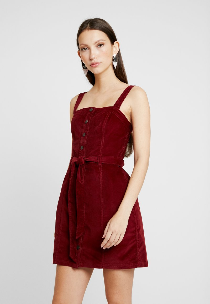 Abercrombie & Fitch - PINAFORE BUTTON DOWN DRESS - Freizeitkleid - red