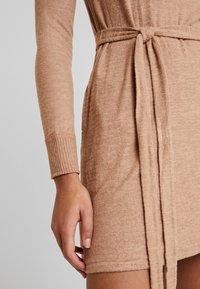 Abercrombie & Fitch - COZY DRESS - Strikket kjole - camel - 5