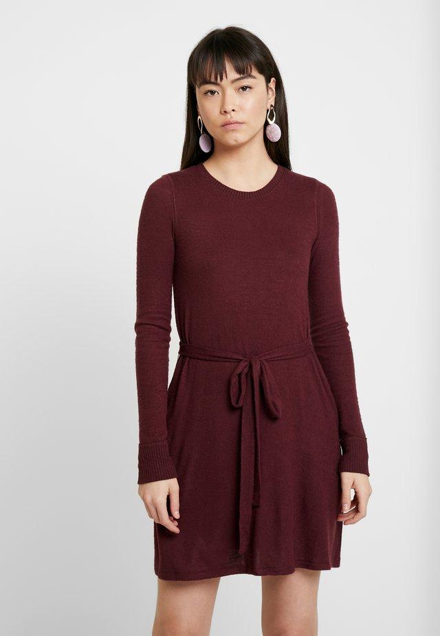 COZY DRESS - Gebreide jurk - burg