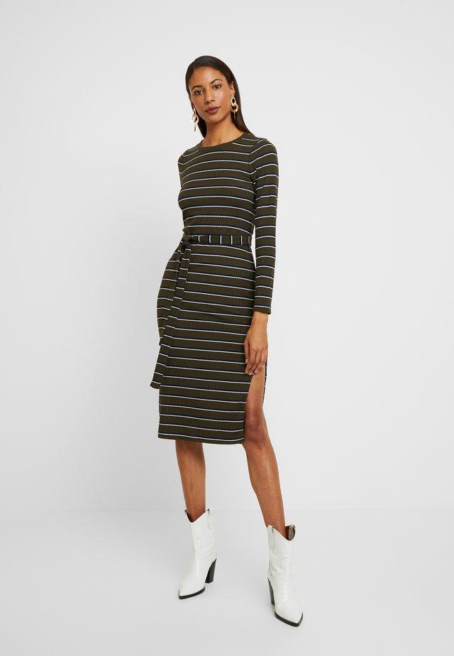 DRESS - Etui-jurk - olive
