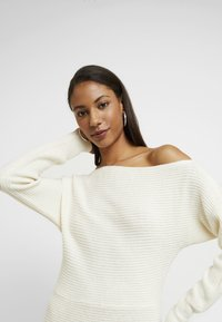 Abercrombie & Fitch - Robe pull - cream - 4