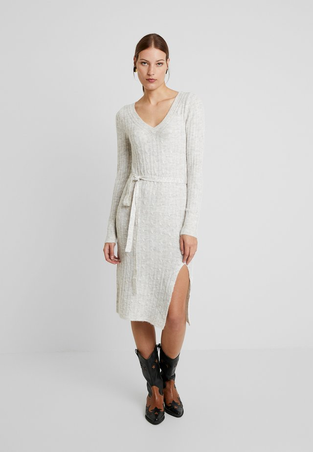 SIDE SLIT MIDI - Strikket kjole - white