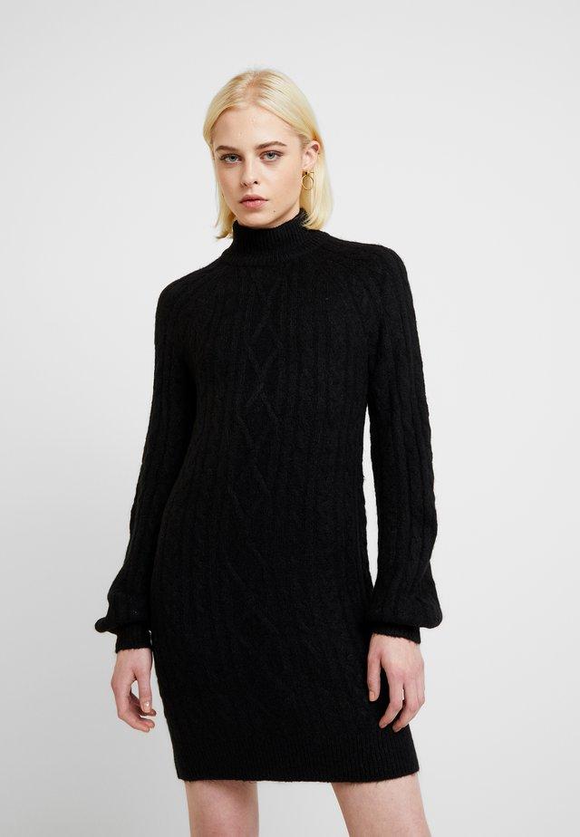 MOCKNECK CABLE - Gebreide jurk - black