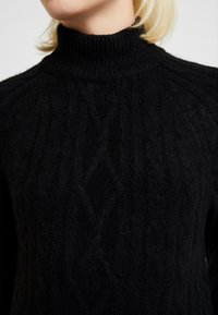 Abercrombie & Fitch - MOCKNECK CABLE - Robe pull - black - 6