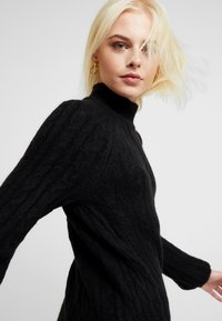 Abercrombie & Fitch - MOCKNECK CABLE - Robe pull - black - 4