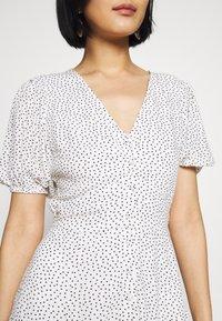 Abercrombie & Fitch - BUTTON THRU PRINT DRIVER - Abito a camicia - white dot - 6