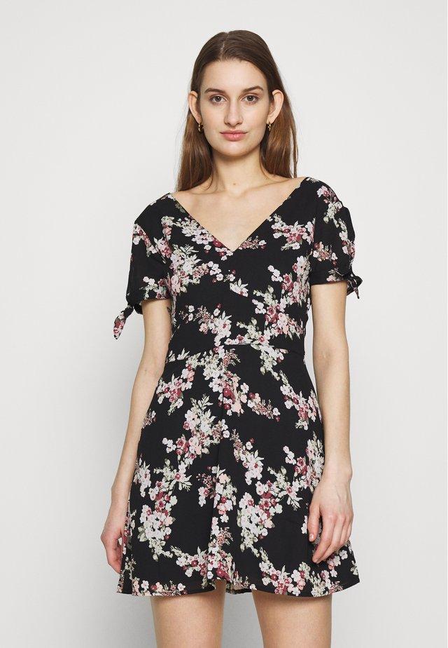 VNECK FLOUNCE HEM MINI - Sukienka letnia - black