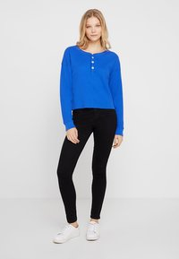 Abercrombie & Fitch - WAFFLE HENLEY - Long sleeved top - dazzling blue - 1