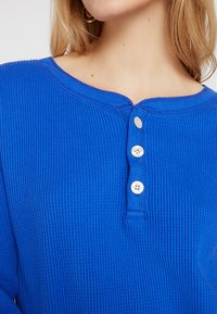 Abercrombie & Fitch - WAFFLE HENLEY - Long sleeved top - dazzling blue - 5