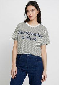 Abercrombie & Fitch - LOGO TEE - Triko spotiskem - white/khaki - 0