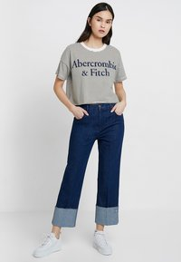 Abercrombie & Fitch - LOGO TEE - Triko spotiskem - white/khaki - 1
