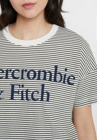 Abercrombie & Fitch - LOGO TEE - Triko spotiskem - white/khaki - 4