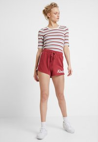 Abercrombie & Fitch - HALF SLEEVE SNAP - Jednoduché triko - red/white - 1