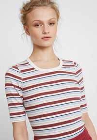 Abercrombie & Fitch - HALF SLEEVE SNAP - Jednoduché triko - red/white - 4