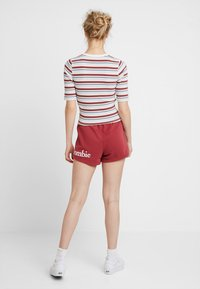 Abercrombie & Fitch - HALF SLEEVE SNAP - Jednoduché triko - red/white - 2