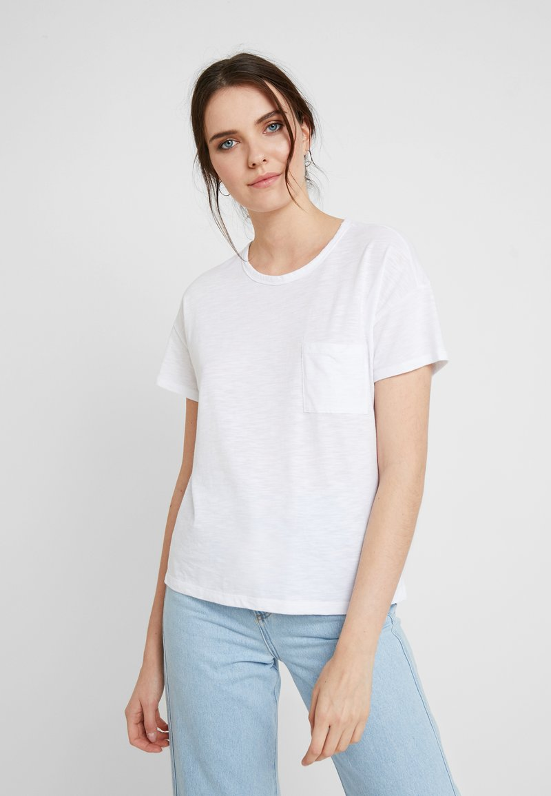 Abercrombie & Fitch - SHORT SLEEVE POCKET TEE - T-Shirt basic - white