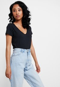 Abercrombie & Fitch - SLEEVE ICON TEE - T-Shirt basic - black - 0