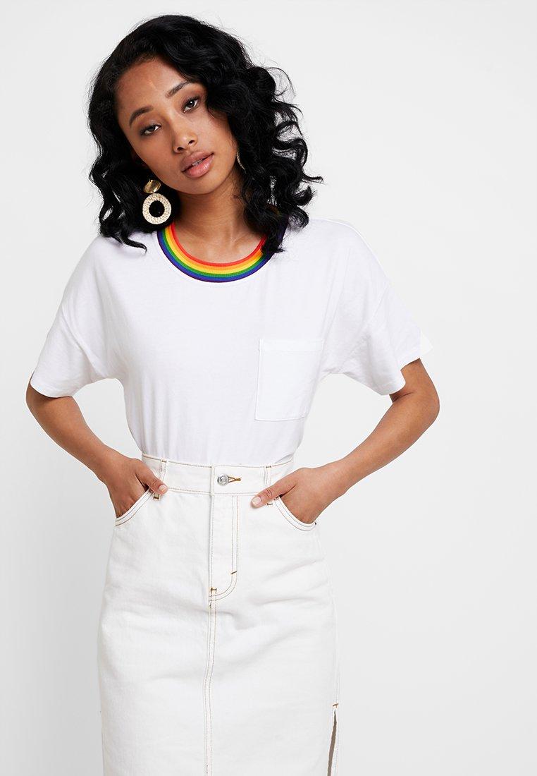 TeeT Pride Fitch White Imprimé Abercrombieamp; Sleeve Short shirt RL4j3Ac5q