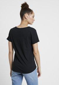 Abercrombie & Fitch - SOFT TEE - Camiseta básica - black - 2