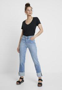 Abercrombie & Fitch - SOFT TEE - Camiseta básica - black - 1