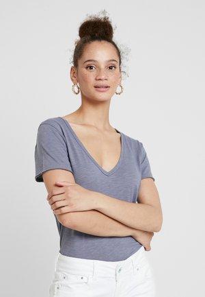 SOFT TEE - Jednoduché triko - blue