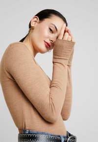 Abercrombie & Fitch - COZY HENLEY - Jumper - burro/light brown - 3