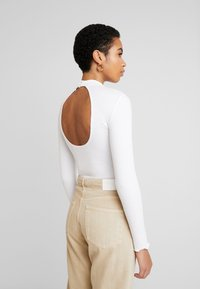 Abercrombie & Fitch - SCOOP ESSENTIAL BODY - Topper langermet - white - 2