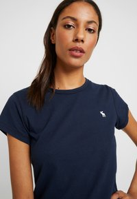 Abercrombie & Fitch - CREW 3 PACK - T-shirts med print - white/navy/black - 4