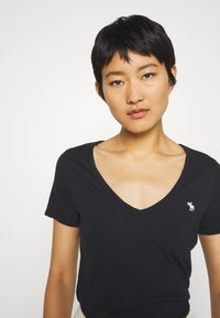 Abercrombie & Fitch - SOFT ICON TEE - T-shirt basic - black - 3