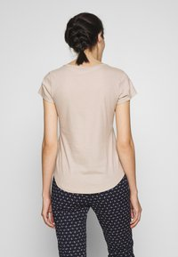 Abercrombie & Fitch - ITALICS PRINT LOGO TEE - T-shirt imprimé - chateau grey - 2