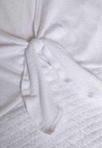 Abercrombie & Fitch - FASHION CORE WRAP - T-shirt con stampa - white - 2