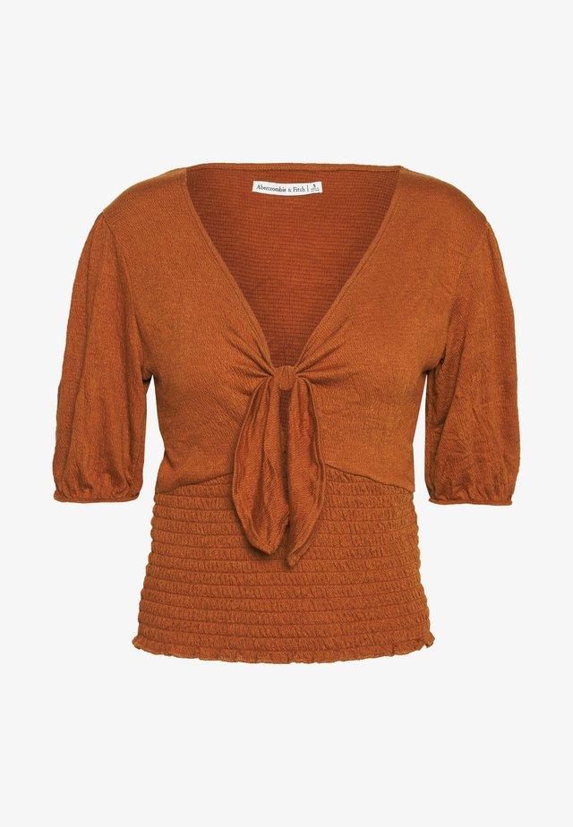 FASHION CORE WRAP - Print T-shirt - orange