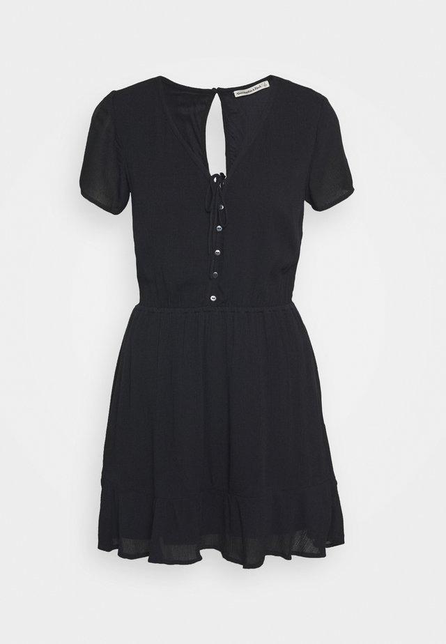 CHASE EASY WAIST - Sukienka koszulowa - black