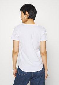 Abercrombie & Fitch - VNECK 3 PACK - Basic T-shirt - black/white/navy - 5