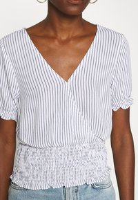 Abercrombie & Fitch - SMOCKED WRAP RUFFL - Blouse - blue/white - 5
