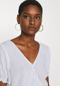 Abercrombie & Fitch - SMOCKED WRAP RUFFL - Blouse - blue/white - 3