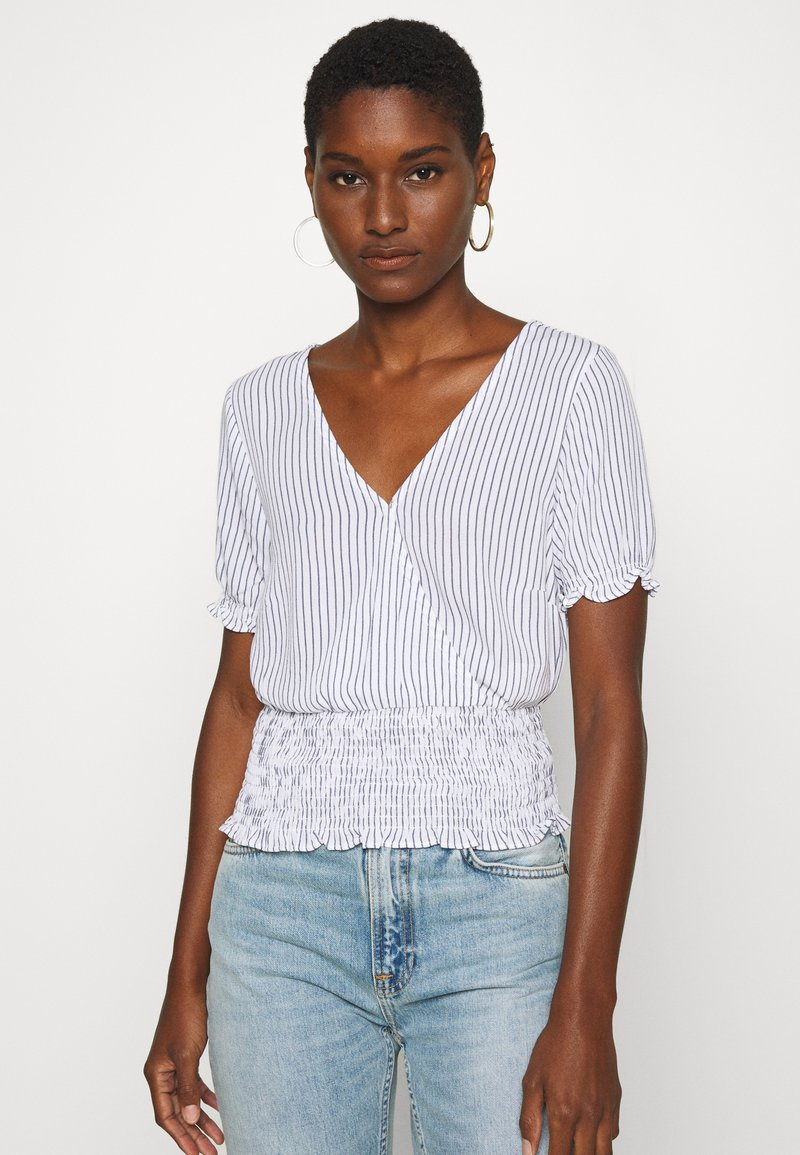 Abercrombie & Fitch - SMOCKED WRAP RUFFL - Blouse - blue/white
