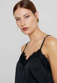 Abercrombie & Fitch - SCANDY STREET LINGERIE CAMI - Topper - black beauty - 4