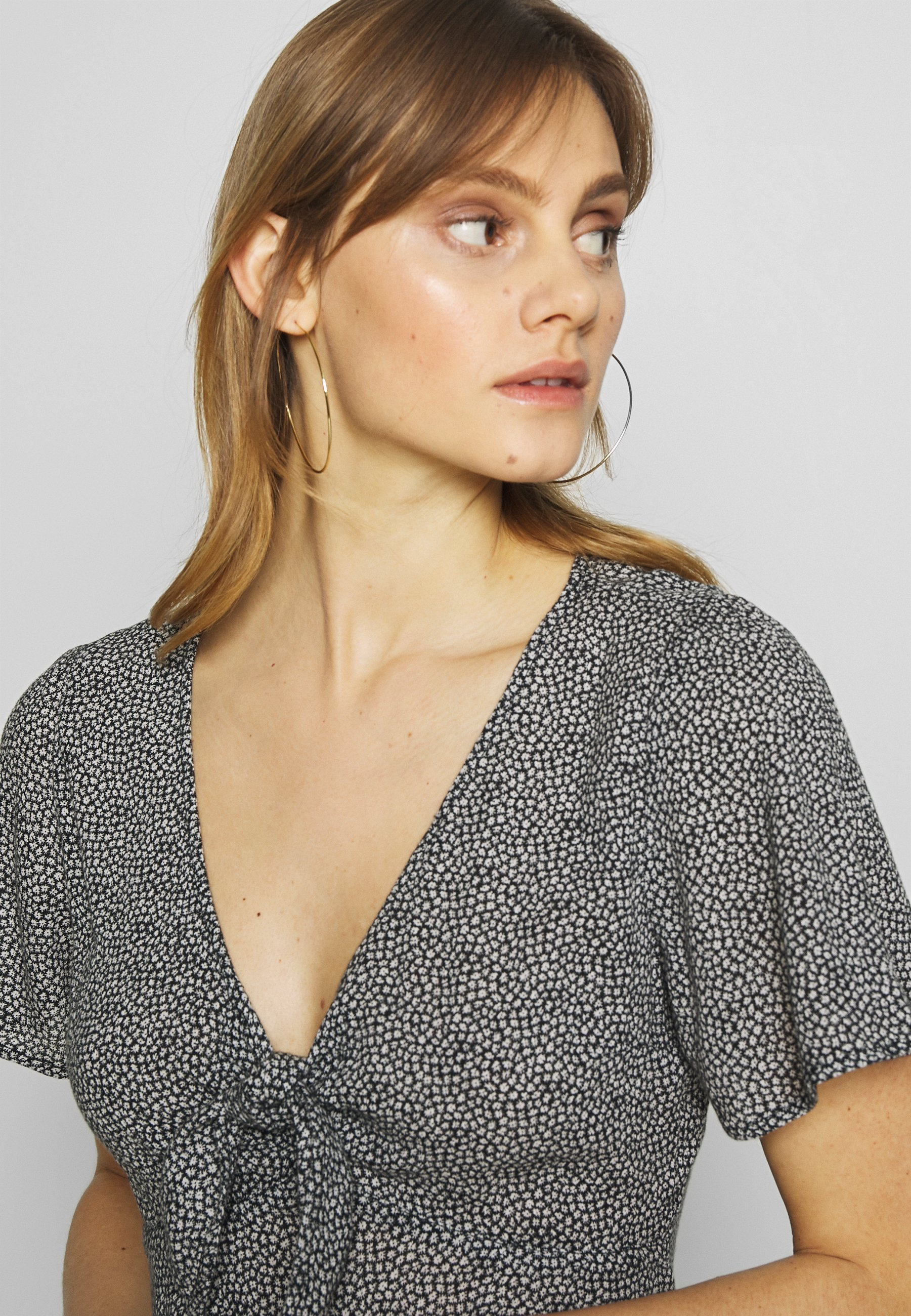 Abercrombie & Fitch PRINT DRIVER TIE FRONT - Blouse - black grounded
