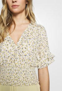 Abercrombie & Fitch - SMOCK WAIST BLOUSE - Camicetta - white - 5