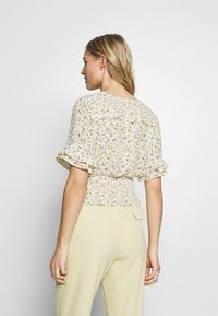 Abercrombie & Fitch - SMOCK WAIST BLOUSE - Camicetta - white - 2