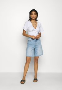 Abercrombie & Fitch - TIE FRONT BODYSUIT  - Camicetta - white - 1